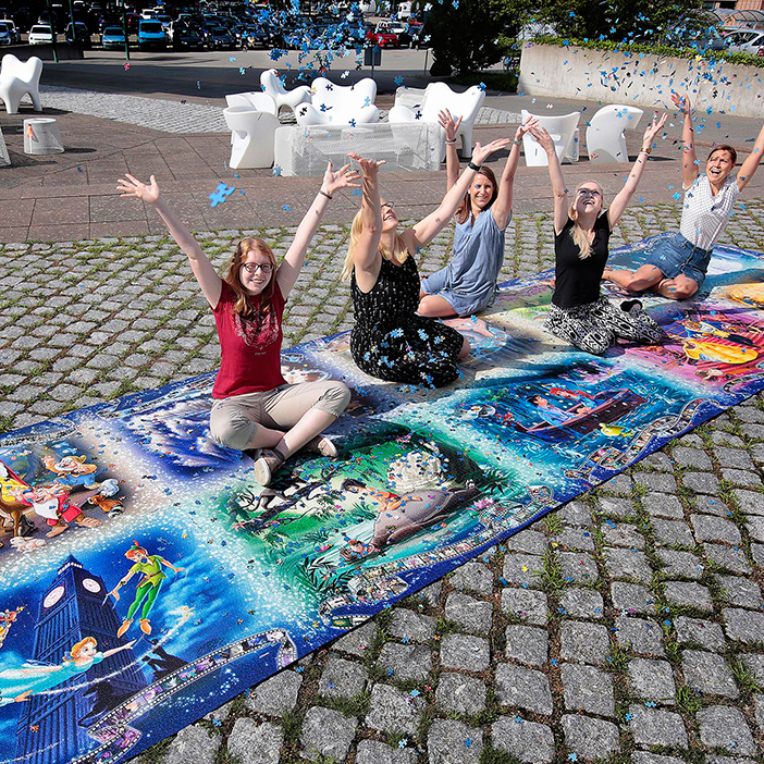 Ravenburger Giant Puzzle with the Puzzle Gang